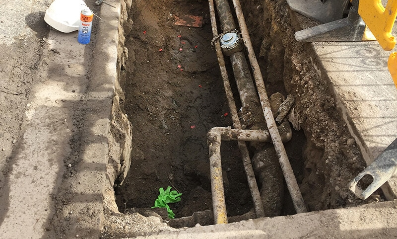 Gas service connection pit